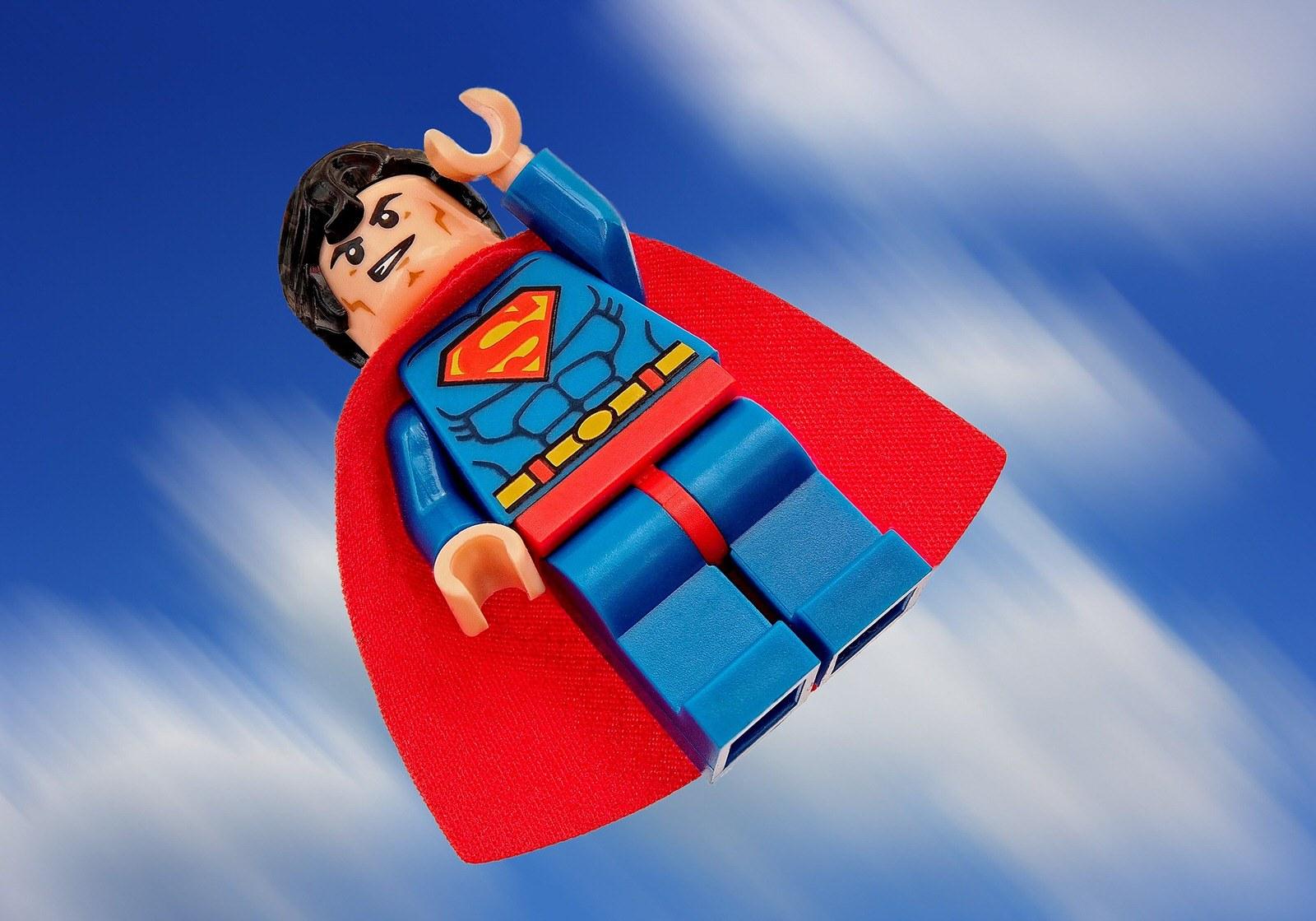 Superman légo. Objectif et invincible.