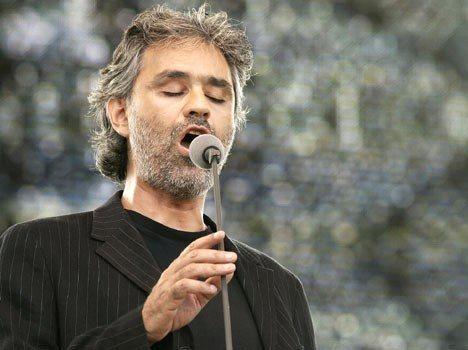 Andrea Boccelli qui chante - positif