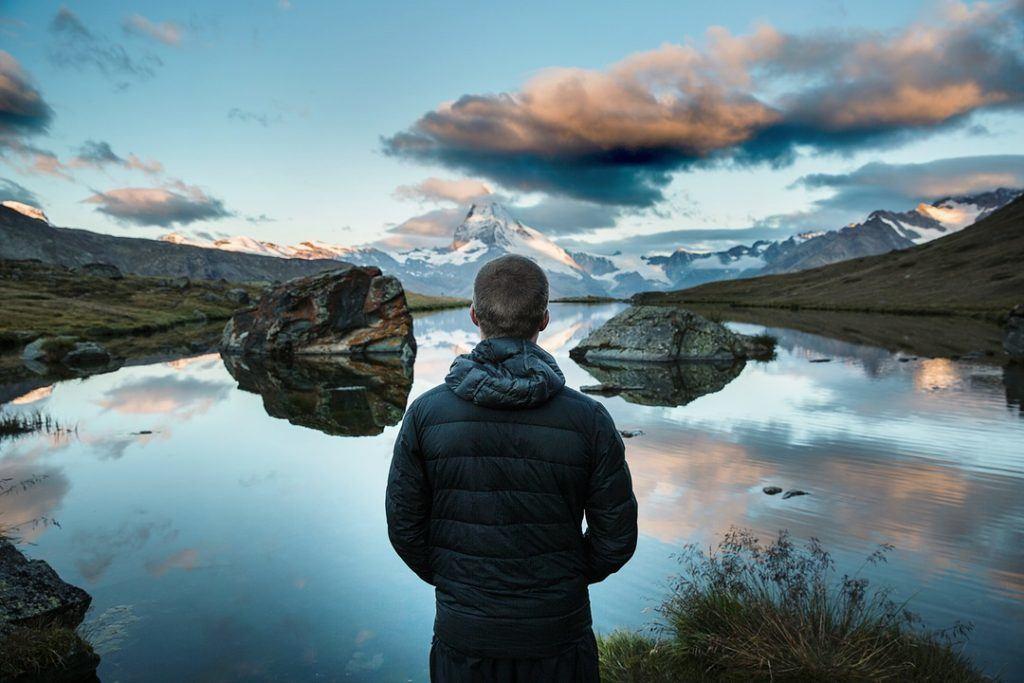 Méditer pour être plus heureux et positif au quotidien. Méditation pleine conscience