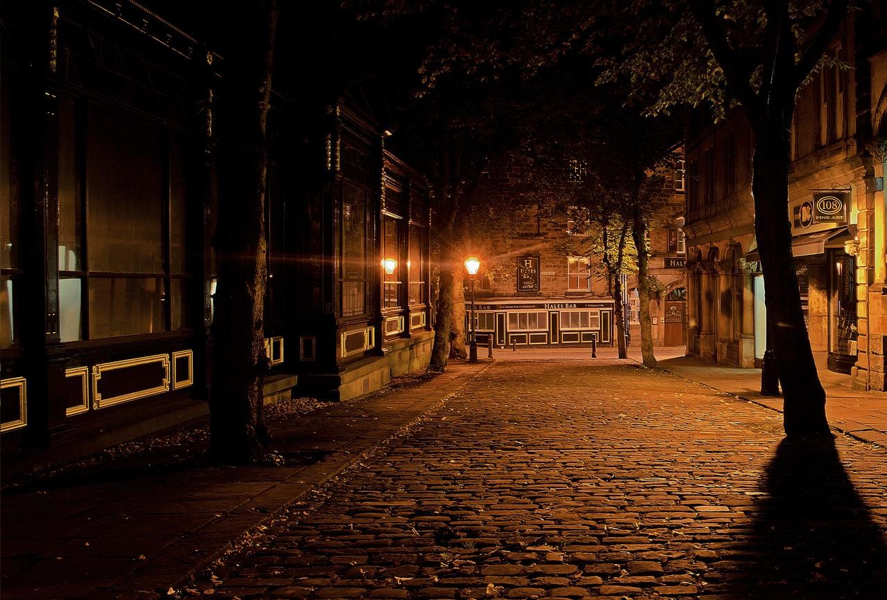 Manque de luminosité en ville pendant l'hiver. Peut provoquer des décalages dans le rythme circadiens.