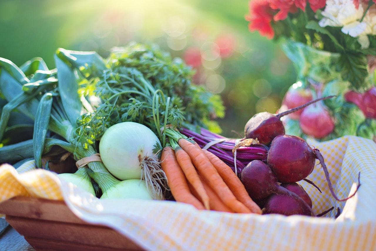 Bien manger fait partie des habitudes pour être plus heureux et plus optimiste dans sa vie