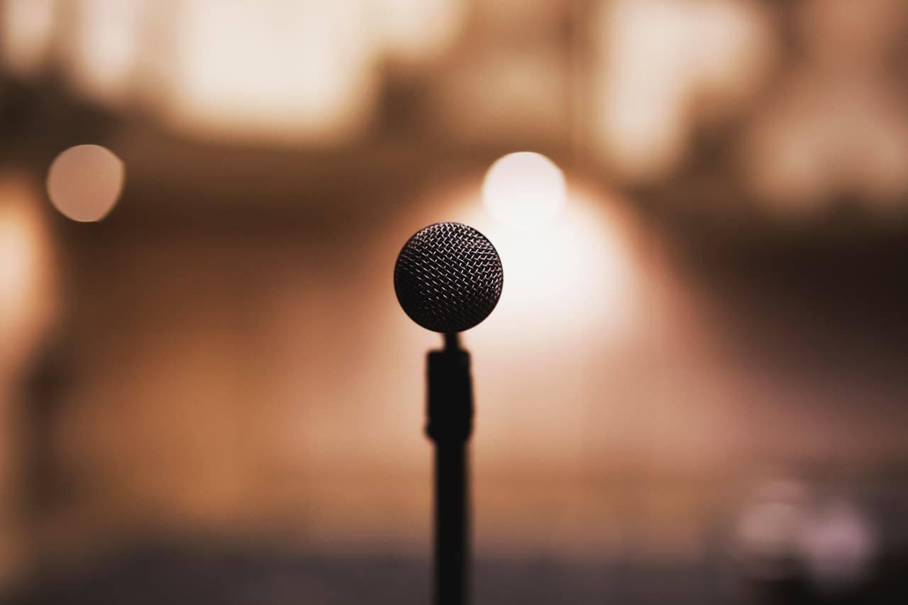 Donner un discours en public. Comment gérer ses émotions ?