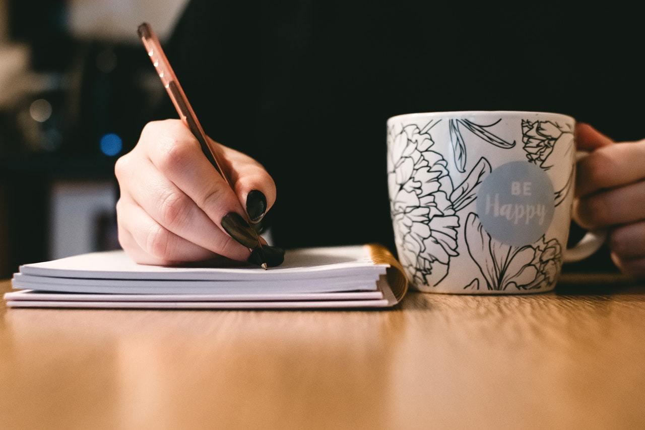 La technique du journal pour mettre à l'écrit vos émotions et vous sentir beaucoup plus calme.